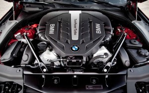 2012-bmw-650i-coupe-engine2